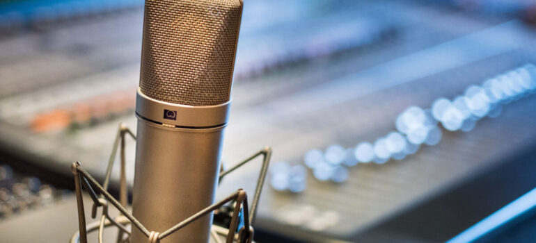How to Build a Podcast Studio With Professional Equipment